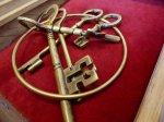 mosiężne klucze